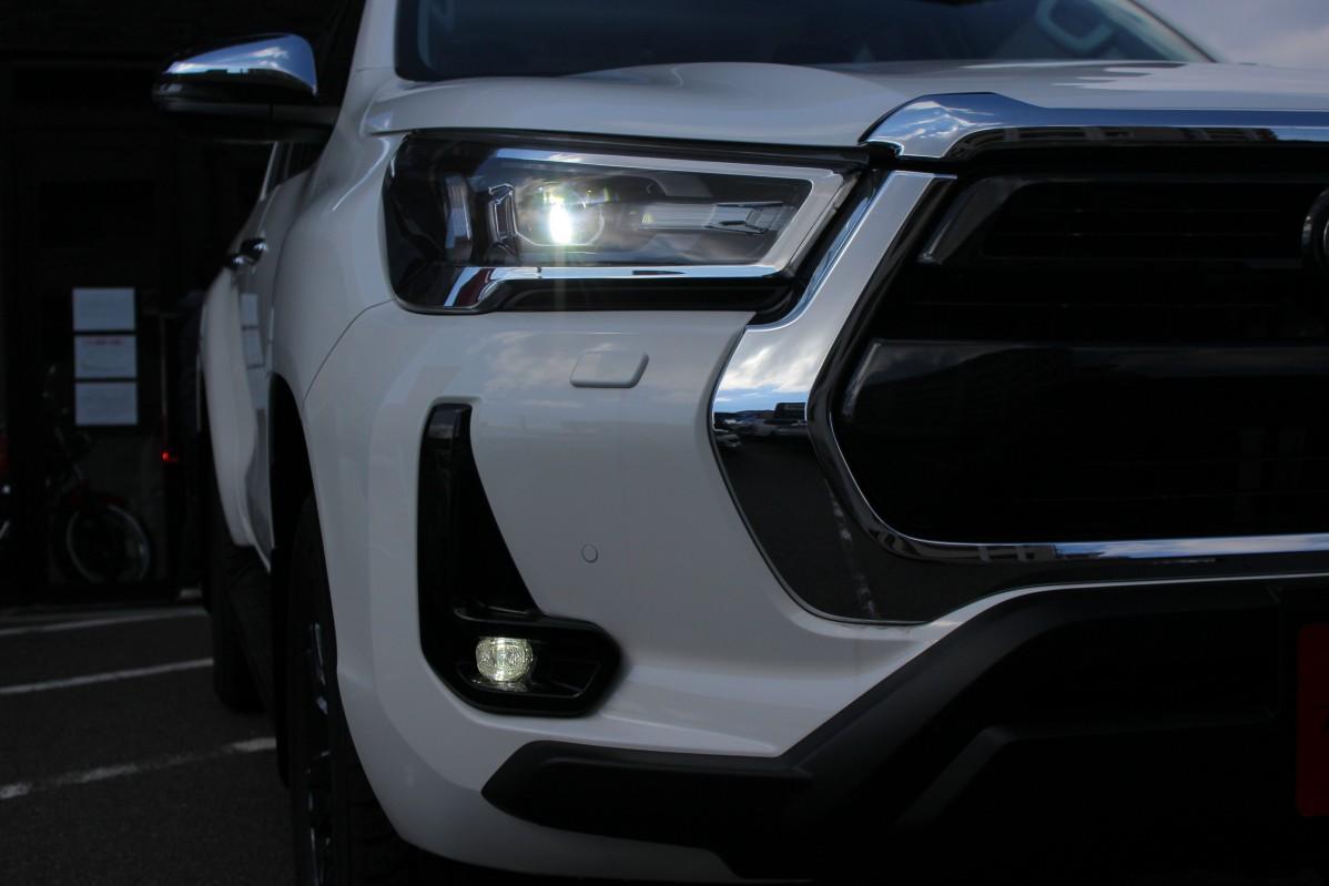 ハイラックス 新型 Bi-Beam LED
